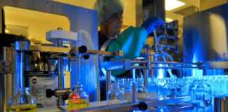 Photo: Piramal combines individualized service with unparalleled speed and flexibility to manufacture parenteral drug products in liquid and lyophilized dosage forms. Unique mobile isolator technology within FDA-approved sterile manufacturing facility ensures product containment for potent and cytotoxic compounds and radio-labeled products. Photo courtesy: Piramal Pharma Solutions/Coldstream Laboratories, Lexington, Kentucky.